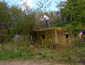 Pillbox clearance, DNSR Footpath, April 2009 (778KB)