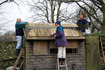 Restoring bird hide, Kings Worthy Primary School, February 2007 (520KB)